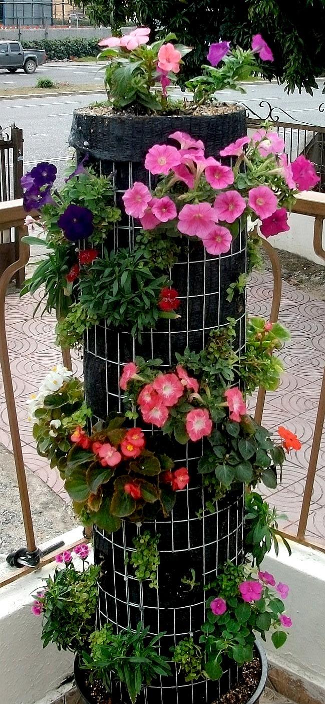 Construyendo una torre de flores tomar la palabra for Jardineria y plantas