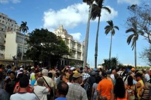 Mas de 100 .000 cubanos esperan la nacionalidad española